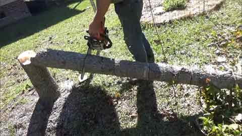 Instructions on How to Hold Logs While Cutting With Chainsaw