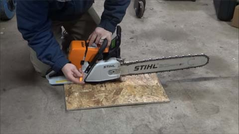 These Are the Steps on How to Adjust a Chainsaw Carburetor